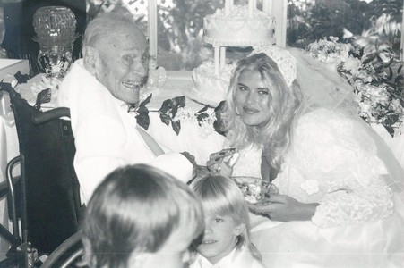 How old was Anna Nicole Smith when she married J. Howard Marshall aged 89?
