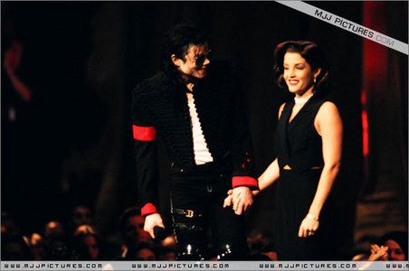 When was this 照片 taken of Michael and his first wife, Lisa Marie Presley-Jackson
