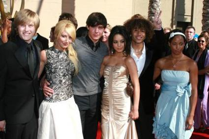 Which HSM star become the host of  Nickelodeon Australian Kids' Choice Awards 2007?