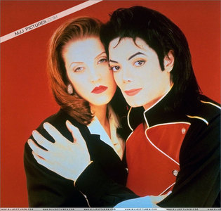 What год was this фото taken of Michael and first wife, Lisa Marie
