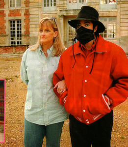 "Sekunde wife, Debbie Rowe, appeared on the cover of the 1994 issue of ""Ebony"" magazine"