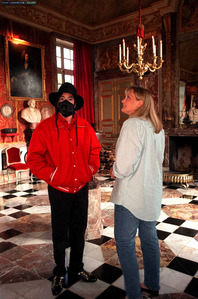 Michael and सेकंड wife, Debbie Rowe, were married less than three years