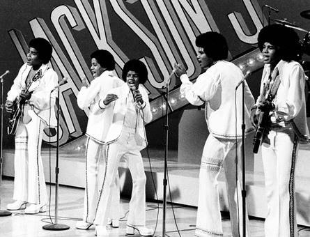 Michael, alongside his five brothers, performed for the reyna in Glasgow, Scotland in May of 1977