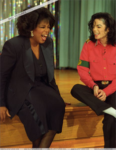 What tahun did talk tunjuk queen, Oprah Winfrey, interview Michael at his ranch