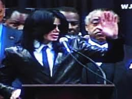 James Brown was eulogized 由 his good friend, Michael Jackson, at his funeral back in 2006