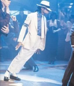 "Michael wore custom-made shoes to execute the ""Anti-gravity Lean"" in the 1988 संगीत video, ""Smooth Criminal"""
