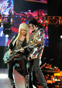 Who is this guitarist with Michael Jackson
