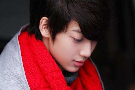 If a person Kwangmin like cries , what would he do to make her laugh?