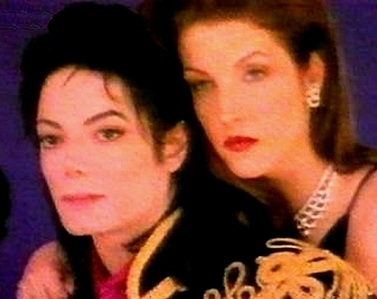 First wife, Lisa Marie, has appeared in one 音楽 video with Michael back in 1995