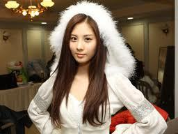 who in does seohyun wake up first because she has a loud voice that can wake up the other members?