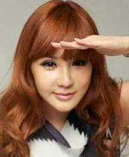 TO RELIEVING HER TENSION BEFORE PERFORMANCE AND TO BE CONFIDENT, BOM WILL LOOK AT MIRROR AND zei I AM _________