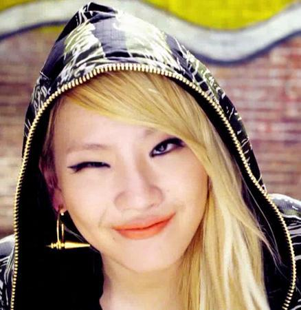 CL REFER HERSELF TO THE Fan AS THE BADDEST FEMALE. CL THINK THIST ARTIST HAD THAT KIND OF IMAGE AND CHARISMA