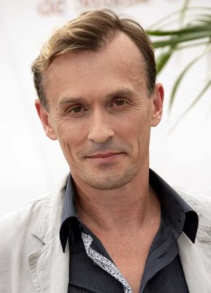 {date of birth}: Robert Knepper