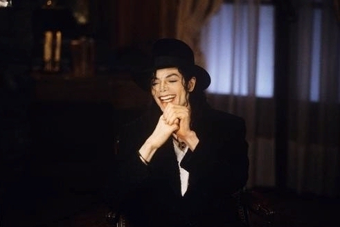 This was foto was taken back in 1997 when Michael was interviewed sejak journalist, Barbara Walters