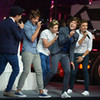 love this performance!! :) 1Directionluv1D photo