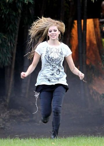 Avril Lavigne Behind The Scenes Of Alice muziek Video