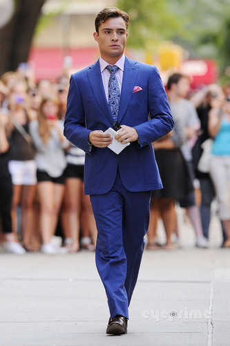 Ed Westwick walks around the Set of Gossip Girl in NY, Aug 17