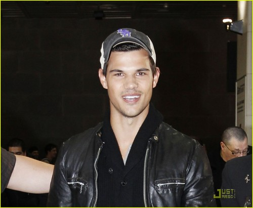 Taylor Lautner: Down Under Dude!