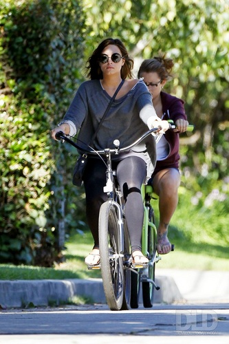 Demi - Rides her bike to Mel's diner in Los Angeles, CA - August 25, 2011
