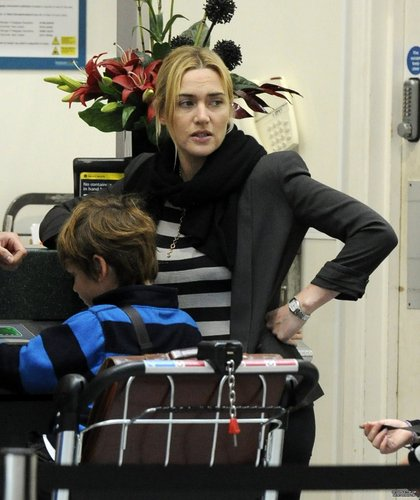 Kate Winslet at London Gatwick airport 20.08.2011