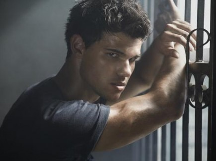 TAYLOR LAUTNER LOOKING SEXY IN ABDUCTION