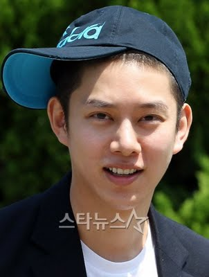 Heechul with hat