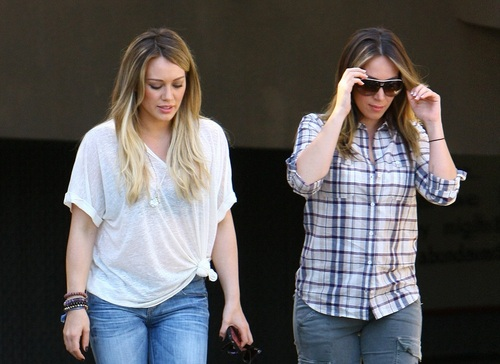 Haylie&Hilary - Arriving At The LA Mission End Of Summer Block Party - August 27, 2011