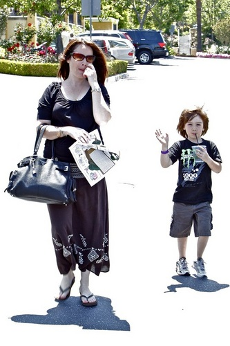 ہولی Marie - Out and About in Calabasas - 05.31.10