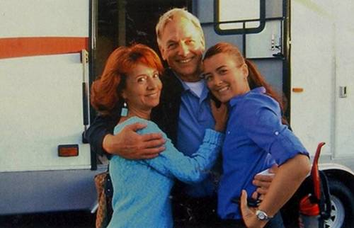 Cote with her mother and Mark Harmon