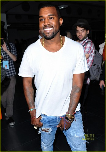 Kanye West: Front Row at Christopher Kane Show!