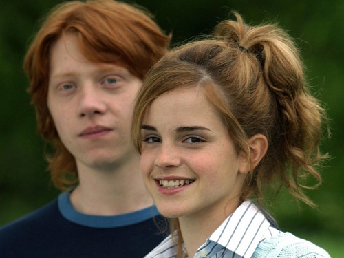 Ron and Hermione kertas dinding