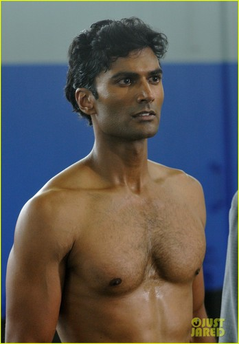 Sendhil Ramamurthy: Shirtless on 'Covert Affairs'!