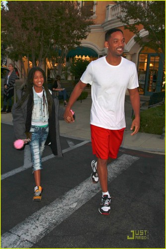 Willow Smith: Happy Birthday, Daddy!