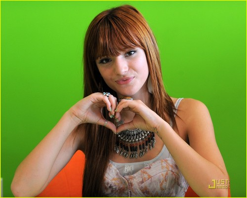 Bella Thorne: YoBlendz Beautiful