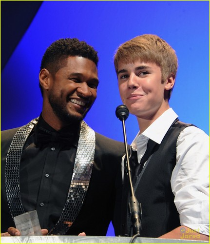 Justin Bieber: বড়দিন Album Collaboration With Usher!