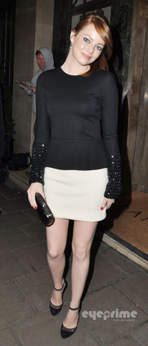 Emma Stone leaves her Hotel in London, October 4