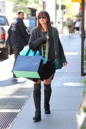 New photos of Leighton shopping with her grandmother at Edit