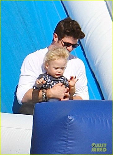 Robin Thicke & Paula Patton: calabaza Patch with Julian!