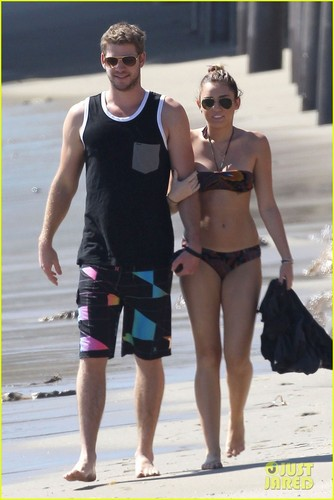 Miley Cyrus: Bikini Babe With Liam Hemsworth!