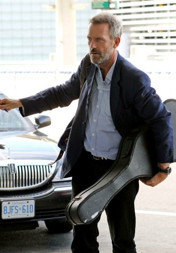 Hugh Laurie-Toronto Airport 11.09.2011