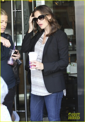 Jennifer Garner: Coffee data with a Pregnant Pal!