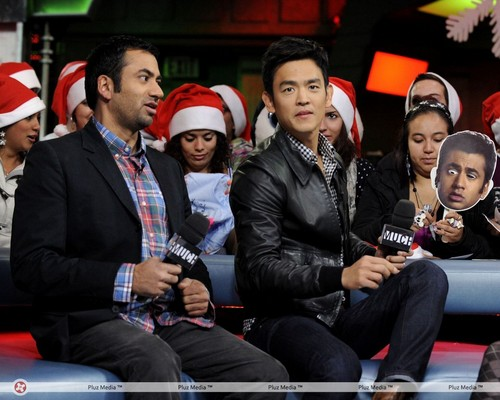 Kal Penn & John Cho on New Музыка Live (October 20, 2011)