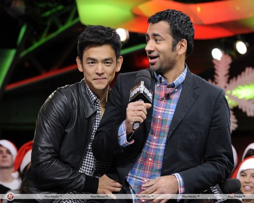 Kal Penn & John Cho on New muziki Live (October 20, 2011)