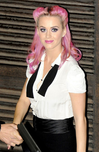 Katy Perry at fonte Studios
