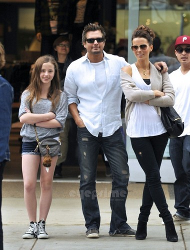 Kate Beckinsale And Family Enjoy A Day Of Shopping in Santa Monica, Oct 23