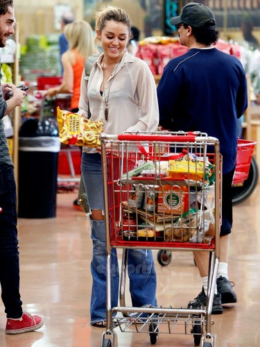 Miley Cyrus does some grocery shopping in Studio City, Oct 21