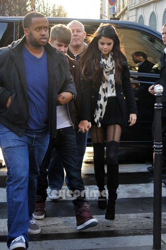Selena Gomez and Justin Bieber out for lunch in Paris, Nov 9
