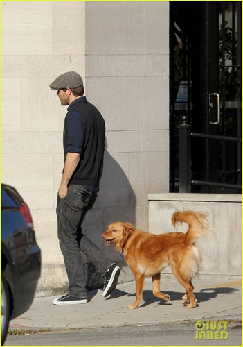 Ryan Reynolds: Afternoon Stroll with Baxter!