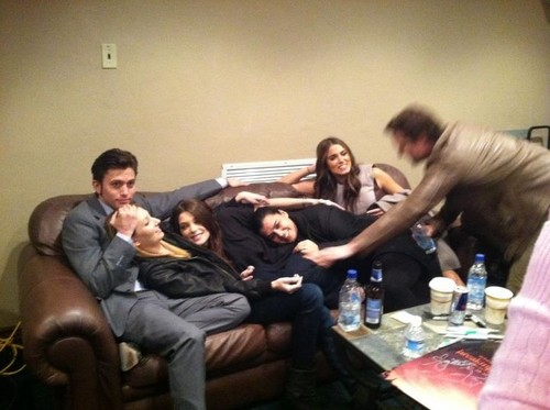 The Twilight cast relaxes after fan event