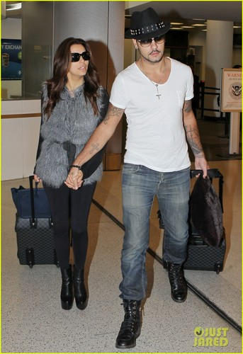 Eva Longoria holds hands with Eduardo Cruz while landing at the airport on (November 18 ) in Miami